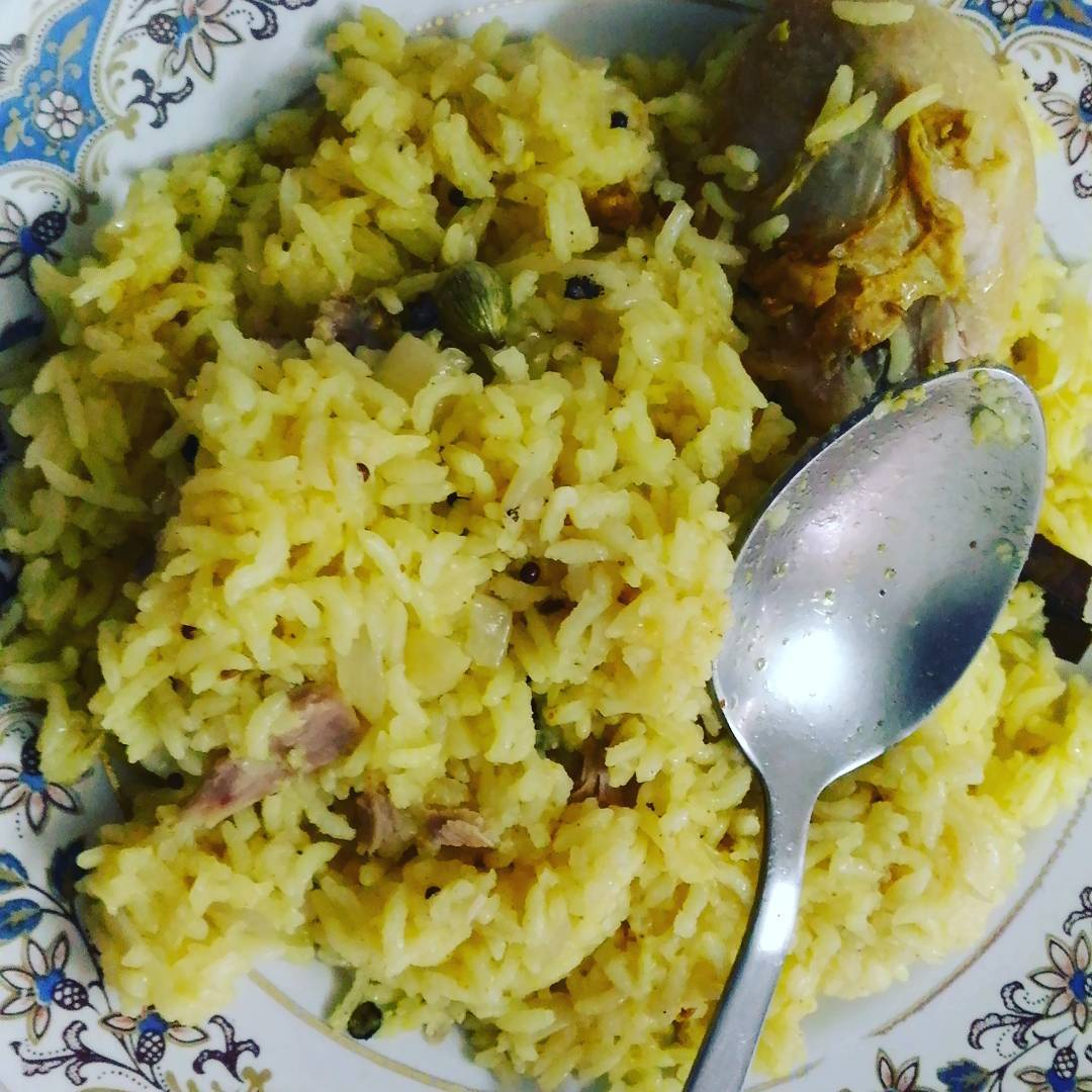 Apparently glsandeep turned vegetarian. To celebrate I cooked chicken pulav.